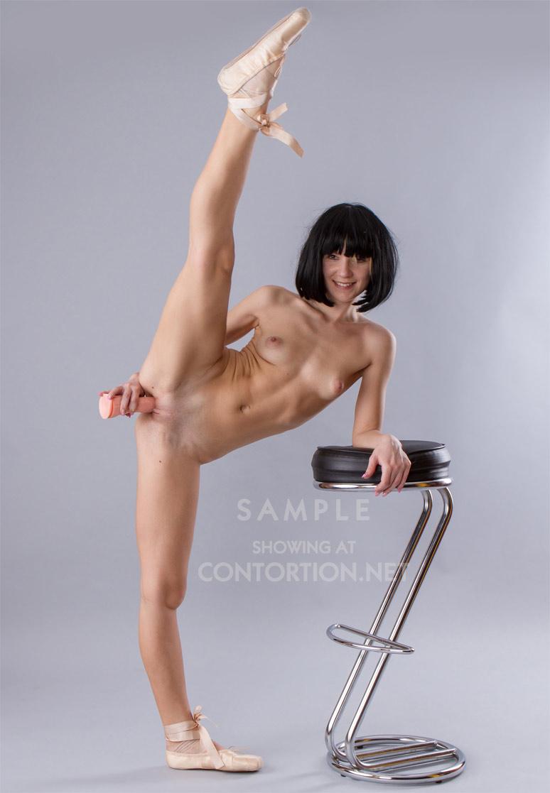 very flexible nude girls